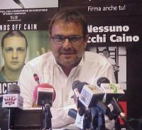 Conferenza stampa di presentazione del rapporto 2001 sulla pena di morte dell'associazione Nessuno Tocchi Caino. Oliviero Toscani.