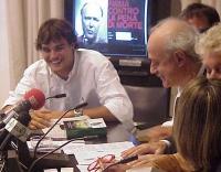 Conferenza stampa di presentazione del rapporto 2001 sulla pena di morte dell'associazione Nessuno Tocchi Caino. Rocco Toscani e Sergio D'Elia.