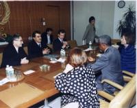 Incontro fra Emil Scuka (segretario dell'Unione dei Rom), Paolo Pietrosanti (PR), e Kofi Annan (segretario dell'ONU), presso la sede dell'ONU.