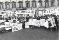 Manifestazione del PR davanti alla sede del governo, per il riconoscimento di Croazia e Slovenia. Si riconoscono fra gli altri: Giorgio Pagano, Sergio
