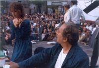 Campagna elettorale del PR. Su un palco, Maria Teresa Di Lascia e Domenico Modugno.