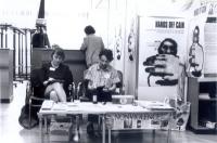 """Stand dell'associazione """"Nessuno Tocchi Caino"""", nell'ambito della Conferenza mondiale sui diritti umani.  Maria Teresa Di Lascia e Lucio Berté."""