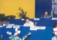 II Congresso italiano del Partito Radicale Transnazionale. Alla tribuna di presidenza: Maria Teresa Di Lascia. A sinistra, di lato: Giovanni Negri.