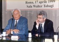 Marco Pannella - accanto al giornalista Paolo Gambescia - alla cerimonia di consegna del Premio Saint-Vincent di Giornalismo assegnato al corrisponden