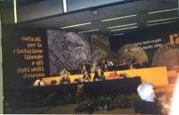 Assemblea dei Mille. Foto della presidenza con ampia veduta del banner.