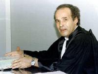 """Mokhtar Yahyaoui, giudice tunisino, """"silurato"""" (e poi reintegrato) per aver scritto una lettera aperta al presidente della Tunisia Ben Ali."""