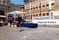 """""""Globalizzazione? Sì grazie"""". Manifestazione a piazza Montecitorio. Quadro della """"scenografia"""". Altre su carta."""