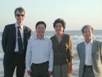 Olivier Dupuis e Vo Van Ai (ultimo a destra), con la moglie e il fratello di Vo Van Ai (in occasione della cerimonia happening a Little Saigon, dopo l