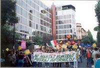 Striscione esperantista alla marcia  contro la RAI.