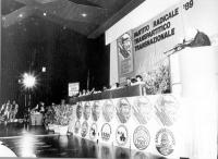1° Congresso Italiano del Partito Radicale. Veduta di insieme, con Marco Pannella alla tribuna.