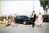 Olivier Dupuis volantina durante la campagna delle elezioni europee.