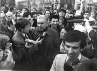Enzo Tortora e Giovanni Negri, fra la folla. (2 copie)