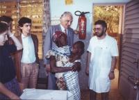 Pannella e Negri in visita ad un ospedale africano di cura malnutrizione