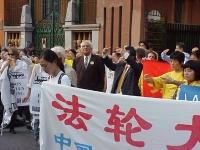 Marcia del Falun Gong, contro la persecuzione dei suoi membri in Cina, da piazza di Trinità di Monti all'ambasciata cinese. Marco Pannella, fra gli al