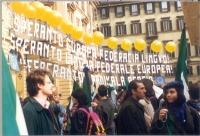 Antonio Russo partecipa a una manifestazione esperantista in occasione di un vertice del Consiglio Europeo per la revisione del trattato dell'Unione E