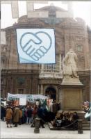 Stemma dell'ERA, esposto nel corso di una manifestazione in occasione del vertice del Consiglio Europeo.