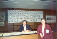 """""""Stand"""" radicale al 77° congresso mondiale degli esperantisti. Dietro il tavolo: Giorgio Pagano."""
