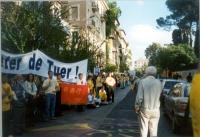 Marcia del Falun Gong, contro la persecuzione dei suoi membri in Cina, da piazza di Trinità di Monti all'ambasciata cinese. Il corteo schierato davant