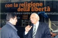 """Manifestazione anticlericale a porta Pia, nella ricorrenza del 20 settembre. Sotto il banner (""""con la religione della libertà""""), Daniele Capezzone e M"""