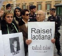 Maria Carmen Colitti, la madre di Silvia Manzi, Sergio Stanzani, partecipano alla manifestazione radicale davanti a  Montecitorio, in solidarietà con