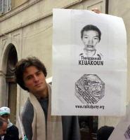 Diego Galli partecipa alla manifestazione radicale davanti a Montecitorio, in solidarietà con i cinque esponenti del PR arrestati in Laos, nel corso d