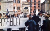 Sit-in del Partito Radicale davanti a Palazzo Chigi nell'imminenza della votazione all'ONU, circa un provvedimento di espulsione del Partito Radicale