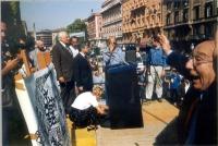 Manifestazione anticlericale nella ricorrenza della presa di porta Pia. Sul palco, in primo piano, a destra, Sergio Stanzani. Sono presenti anche: Mar