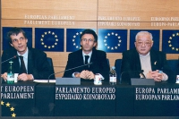 Olivier Dupuis, François Zimeray (deputato europeo PSE), Principe reggente del Laos Sauryavong SAVANG, al Parlamento Europeo. Altre su carta, anche co