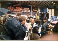 Olivier Dupuis, insieme a Nikolaj Khramov, Silvja Manzi e Massimo Lensi, nella prima apparizione pubblica, a piazza del Popolo, in seguito al rilascio