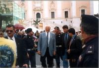 Marco Pannella, a piazza del Campidoglio, in occasione di una giornata di restituzione ai cittadini del finanziamento pubblico devoluto alla lista Pan