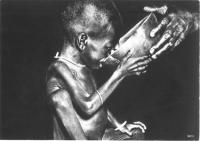 bambino molto malnutrito beve avidamente da una ciotola che gli viene data da una mano di adulto (BN) (ottima)
