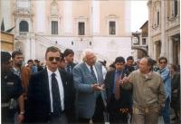 Marco Pannella, a piazza del Campidoglio, in occasione di una giornata di restituzione ai cittadini della quota di finanziamento pubblico devoluta all