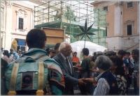 Marco Pannella, a piazza del Campidoglio, in occasione di una giornata di restituzione ai cittadini della quota di finanziamento pubblico, devoluta al