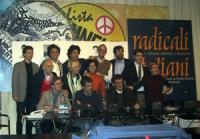 Foto di gruppo presso la sede di Torre Argentina, con i cinque esponenti del PR, all'arrivo a Roma, dopo il rilascio in seguito a 15 giorni di detenzi