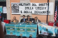 Conferenza stampa a largo Torre Argentina, nel giorno del satyagraha radicale. Da sinistra: Sergio Stanzani, Daniele Capezzone, Rita Bernardini, Emma