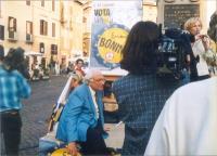 Marco Pannella, seduto sul palco, da dove parla al microfono, nella manifestazione di chiusura, a Campo dei Fiori, della campagna elettorale per le eu