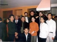 Bruno Mellano, Massimo Lensi, Paolo Atzori, Silvja Manzi, insieme ad alcuni laotiani, dopo una cena (in seguito all'azione dei cinque esponenti radica
