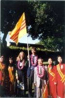Cerimonia a Little Saigon (Los Angeles), dopo l'azione di disobbedienza civile in Vietnam di Olivier Dupuis. Al centro, Penolope Faulkner (vicepreside