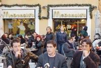 """Presentazione del manifesto """"Pro-Global"""" davanti al MacDonald di piazza del Pantheon. Al tavolo, Pierluigi Diaco (opinionista, dj), Daniele Capezzone,"""
