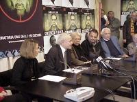 """Conferenza stampa sull'iniziativa """"Nessuno tocchi Bin Laden"""", con (da sinistra): Elisabetta Zamparutti, Sergio D'Elia, Carla Del Ponte, Oliviero Tosca"""