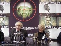 """Conferenza stampa sull'iniziativa """"Nessuno tocchi Bin Laden"""". Sergio D'Elia e Carla del Ponte."""