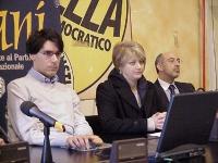 Conferenza stampa di lancio della candidatura di Luca Coscioni al Comitato Nazionale di Bioetica. Da sinistra: Luca Coscioni, Rita Bernardini, Natale