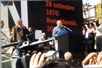 Manifestazione anticlericale. Sul palco: Marco Pannella e Arnoldo Foà (alla tribuna).