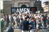 Manifestazione anticlericale a porta Pia. Visione d'insieme di una parte della platea e del palco.