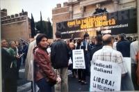 Manifestazione anticlericale a porta Pia. Fra i partecipanti, Maura Bonifazi.