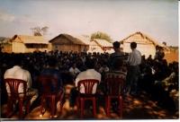 Rifugiati Montagnards nel campo profughi di Rattanakiri digiunano e pregano in occasione del primo satyagraha mondiale del PR.