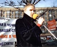 Manifestazione contro la guerra in Cecenia. Andrej Rodionov  (segretario ARA)