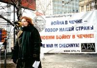 Manifestazione contro la guerra in Cecenia. Anna Zaitseva, tesoriera dell' ARA.