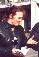 Volantinaggio in difesa delle donne cecene. Tanja Litvinenko (militante radicale).