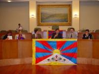 Assemblea costitutiva dell'associazione dei comuni italiani per il Tibet. Claude Levenson, sinologa, Gianni Vernetti, coordinatore dell'intergruppo Ti
